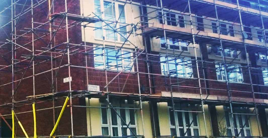close up of a sheffield block of 3 storey flats with very complex scaffolding being erected by brook scaffolding in sheffield