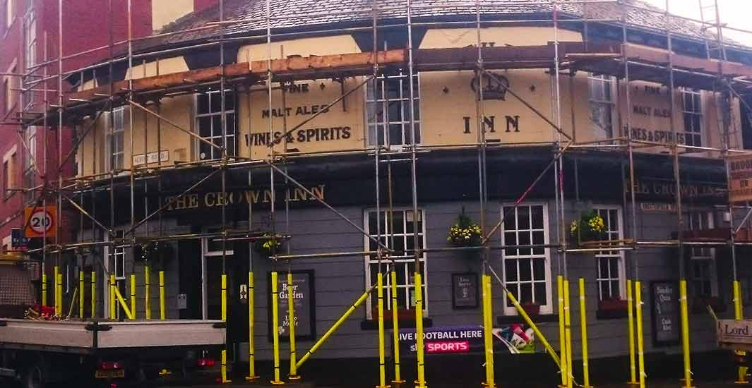 close up of a semicircle commercial public house photo in sheffield with complex scaffolding erected by brook scaffolding